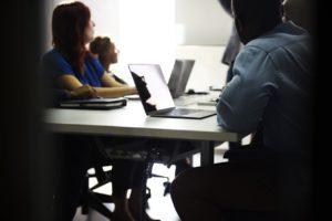 laptopy na zebraniu